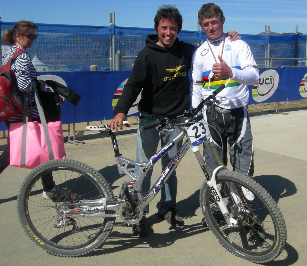 Brook MacDonald con il team manager Tomaso Ancillotti (foto Ancillotti)