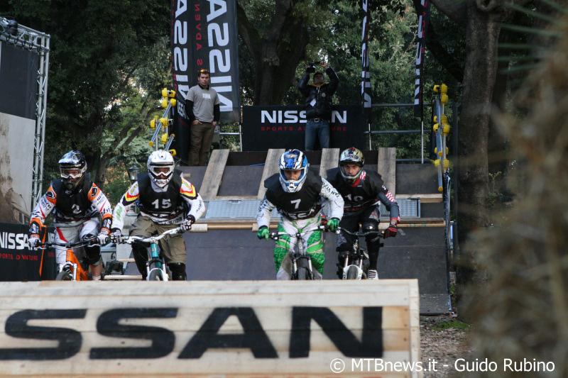 Una delle partenze, con Dario Zampieri in vantaggio (foto Guido Rubino - Cyclinside.com)